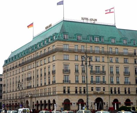 1200px-Berlin_Hotel_Adlon